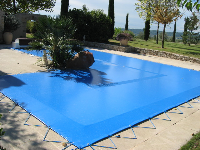 Habitat et plein air stores couverture de piscine for Couverture pour piscine